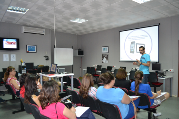 Charla Redes Sociales